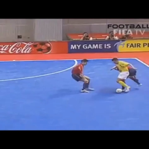 SportyViness post on Vine - Insane futsal skills! Comment suggestions below! #Soccer #Football #Skills #Goal #Revine #Loop #Popular - SportyViness post on Vine