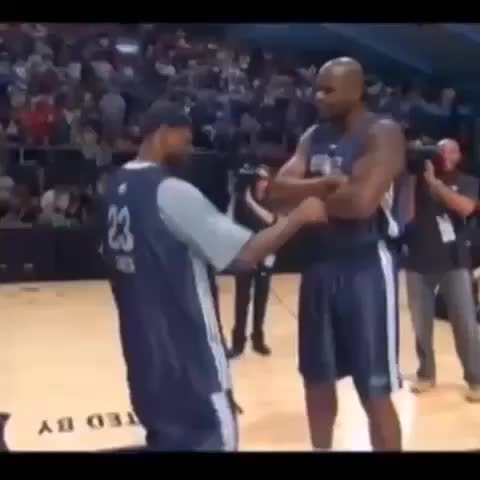 Sports Finests post on Vine - Hit Stick Funniest dance off between shaq and lebron comment a friend who dances like that:) - Beastmodes post on Vine