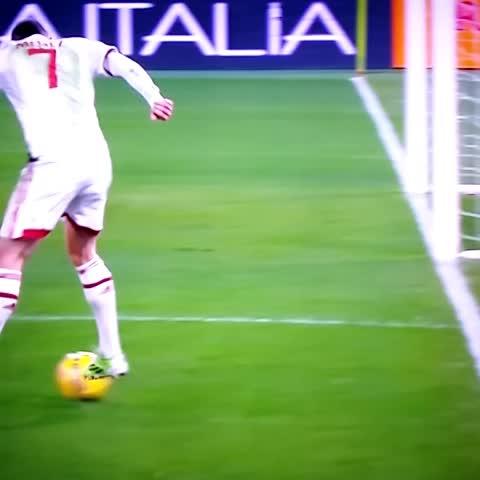 @ACMilan magician.. Menez!   #SerieA #RomaMilan - Vine by FORZA MILAN ! - @ACMilan magician.. Menez!   #SerieA #RomaMilan