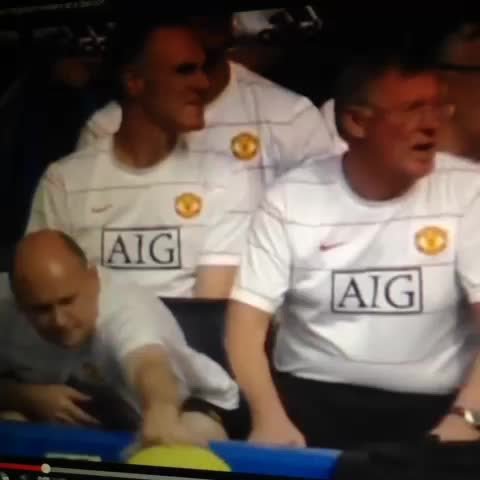 Mark Whiteheads post on Vine - Alex Ferguson scared by balloon! - Mark Whiteheads post on Vine