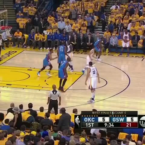 Vine by NBA - Bogut with the slip and the one-hander! #NBAVine #WARRIORSvTHUNDER