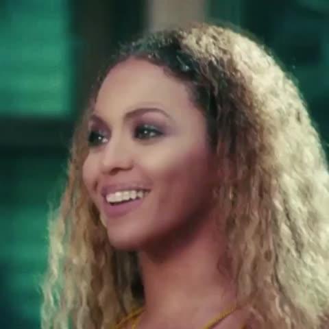 Vine by Alex Murillo (iAM) - Ni la Beyoncé se salva de las garras de La Esteban #EstúpidaMiPeloIdiota