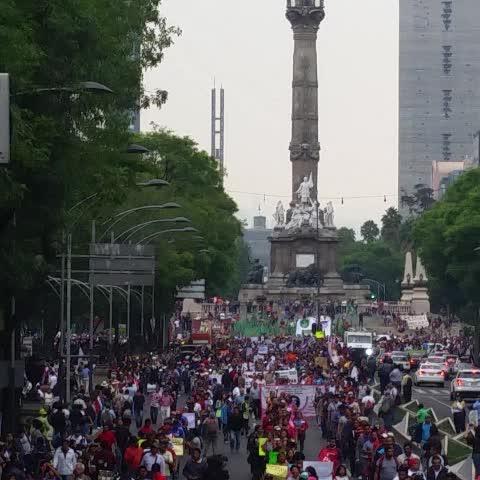 Vine by Coordinadora1DMX - Inicia marcha magisterial y popular hacia Zócalo #AbajoReformaEducativa CNTE