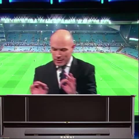Paddy Powers post on Vine - Howard Webb with a nice piano number on last nights MNF - Paddy Powers post on Vine