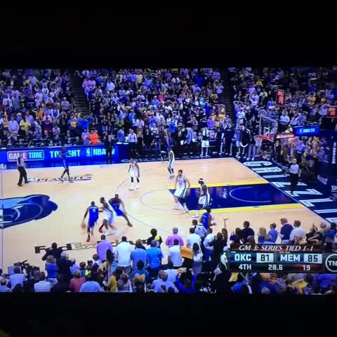 Steve Noahs post on Vine - Russell Westbrook 4 point play. My goodness. - Steve Noahs post on Vine