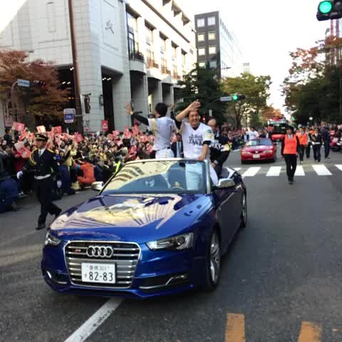 オープンカー2号!#sbhawks - HAWKS_officials post on Vine