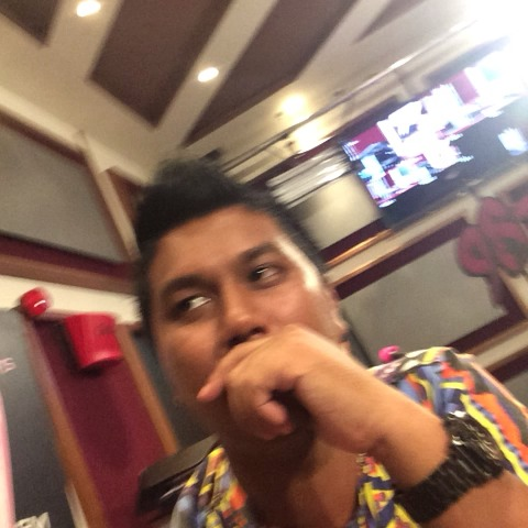 TheDeeKoshs post on Vine - Vine by TheDeeKosh - When your crush leans on you like....