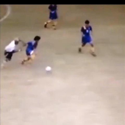 Soccer Kings post on Vine - This is nasty holy shit 😳 #soccer #nasty #football #skill #getdangled thanks for 12k everyone - Soccer Kings post on Vine
