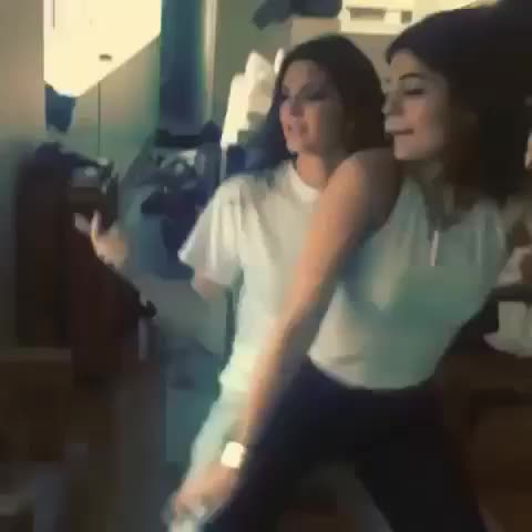 Vine by David - Kendall and Kylie Jenner 😳😍😍