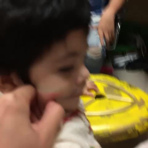 Adrian Marcelos post on Vine - Los niños me adoran. - Adrian Marcelos post on Vine
