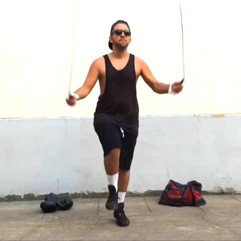 NormanFaitDesVideoss post on Vine - ME WHEN I TRY THE SKIPPING ROPE... (feat @Jhonrachid) - NormanFaitDesVideoss post on Vine