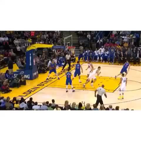 Splash Lifestyle.s post on Vine - Matt Barnes Accidentally Inbounds the Ball to Stephen Curry who Hits the 3! #StephCurry #MattBarnes - Splash Lifestyle.s post on Vine