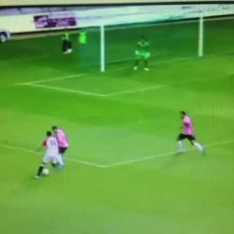 Rodrigo Romeros post on Vine - Estos son los dos golazos de la @webcultu el domingo. Si los llega a meter Bale y James, se lía - Rodrigo Romeros post on Vine