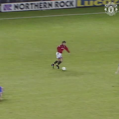 Vine by Manchester United - Our first Premier League goal v Leicester, by Andrei Kanchelskis in 1994. #mufc