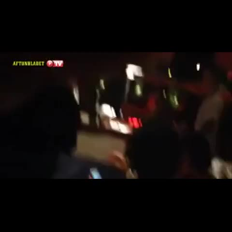 Orlando bloom trying to punch Justin last night in Ibiza,Spain. #justinbieberupdate (2) - Justin Bieber Updatess post on Vine