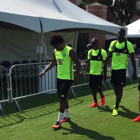Vine by Chelsea FC - Good morning from LA. Weve been joined by NGolo Kante! #CFCTour