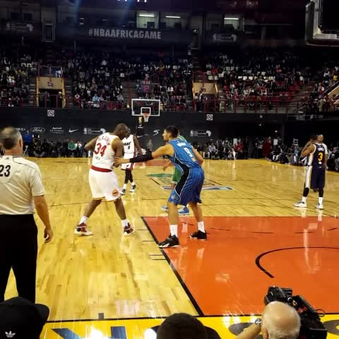 Vine by NBA - Hakeem @dr34am Olajuwon spins & scores! #NBAAfricaGame