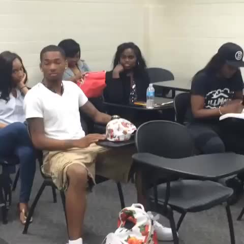 Ihatefreco_s post on Vine - Vine by Ihatefreco_ Aka Lil Thot - Someone always asking questions when the class tryna leave!!! #hoodcomedy #lolatl #class #ihatefreco