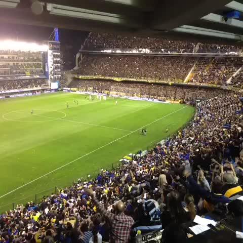 Boca Juniorss post on Vine - La #Bombonera late al ritmo de la hinchada - Boca Juniorss post on Vine