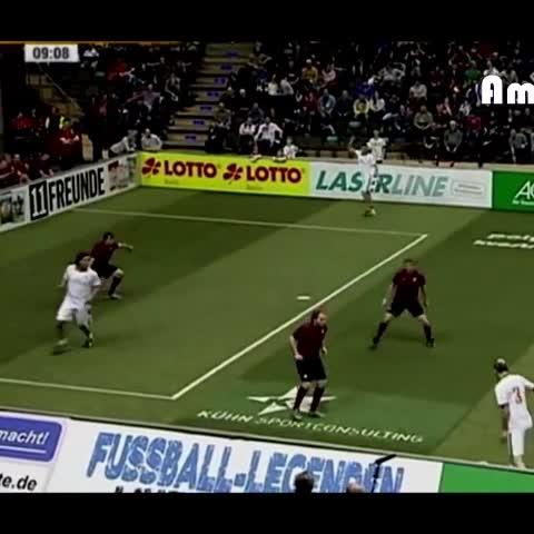 Ivan Klasnic amazing goal. - Vine by #Joe - Ivan Klasnic amazing goal.