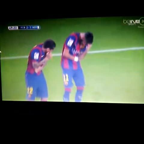 Neymar celebrating his goal with Alves - BarcaHDs post on Vine