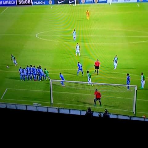Vine by Daniel Miranda - 58. Gol de Atl. Nacional. Bocanegra abre el marcador. #CopaSudamericana