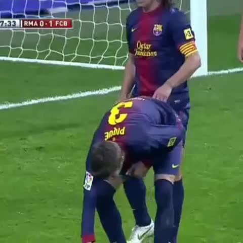 Vine by Fiaz Hamsath - Difference between Piqué and Puyol explained in one vine.