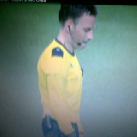 Vine by Mohamed Ouàà - La réaction de larbitre face à Pepe ! ???????????? #UCLfinal #Mark_Clattenburg #real_madrid #AtleticoMadrid