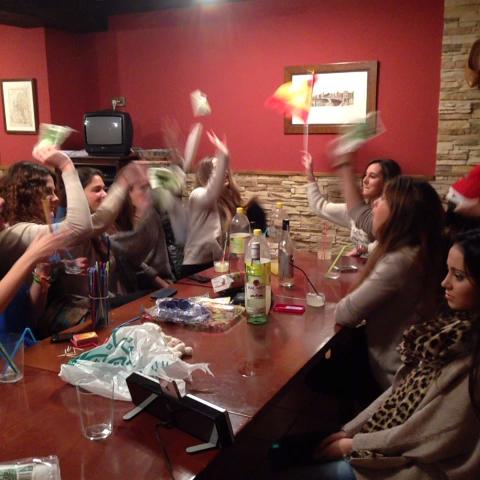 mericorraless post on Vine - Cuando eres la única que no bebes y ves el percal de tus amigas alcoholicas... Claro que si joooder! Tumamametoca besoos desde Asturias💗 - mericorraless post on Vine