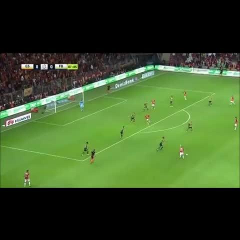 Aykut T. (@titulaa)s post on Vine - Bir sağdan veriyorum, bir soldan veriyorum. Arada da haç çıkarttım. Sersemlettim pezevengi #Sneijder #Bear #SEX - Aykut T. (@titulaa)s post on Vine