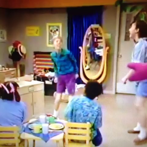 Kamaka Diass post on Vine - Now that I think about it, I dont think thats how youre supposed to brush your teeth #barney #childhoodruined #thirsty - Kamaka Diass post on Vine