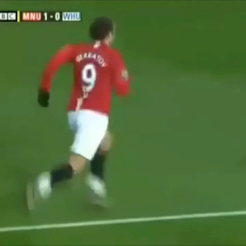Football Goalss post on Vine - Vine by Football Goals - Berbatov impossible move to set up CR7