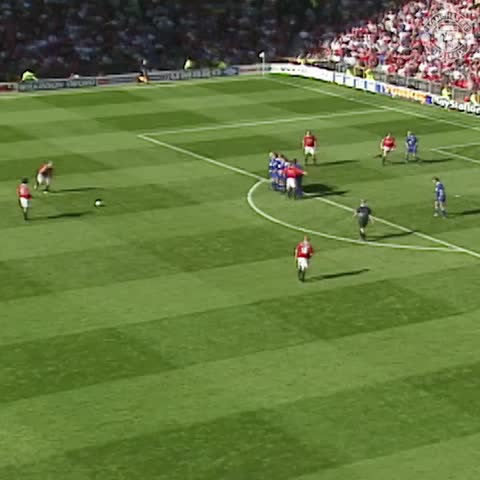 Vine by Manchester United - A textbook Becks free-kick v Leicester in 1998! #mufc