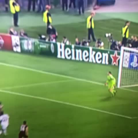 Showboat Viness post on Vine - Manuel Neuer has just produced this amazing save. How on earth!?… - Showboat Viness post on Vine