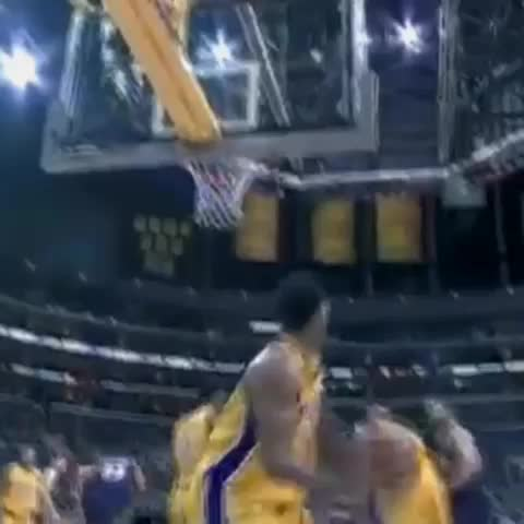 Kobe Bryant with a dirty behind the back move and sick dunk. (Tag a friend that cant guard you) #kobe #gametime - GAMETIME™s post on Vine