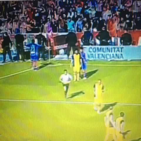 FUTBOL VINE – Atletico taraftari Levanteli oyuncu Diop& maymun taklidi yaptı – NO TO RACISM izle