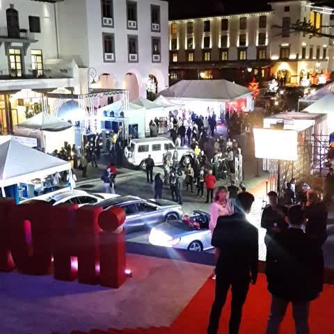 Billy Quijadas post on Vine - A minutos de comenzar el Mercedes-Benz Fashion. Celebridades desfilan por la alfombra roja. - Billy Quijadas post on Vine