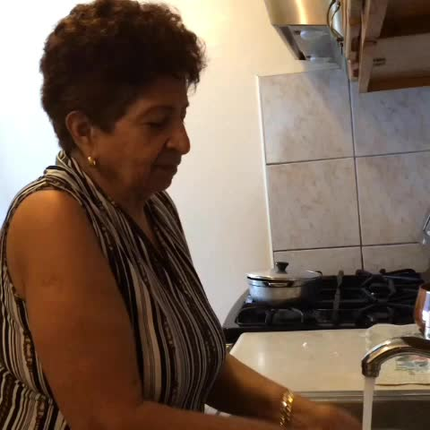 Racistjuans post on Vine - How every Spanish grandma will react when Don Francisco dies - Racistjuans post on Vine