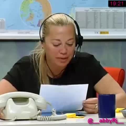 "Vine by drac(abby)s - #GHVIPDirecto aprende #inglés con #belén ""mi neim is... ai calling yu..."""