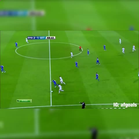 Vine by Amazing Fifa Goals - Ronaldos crazy assist to Benzema 🎯 that accuracy tho