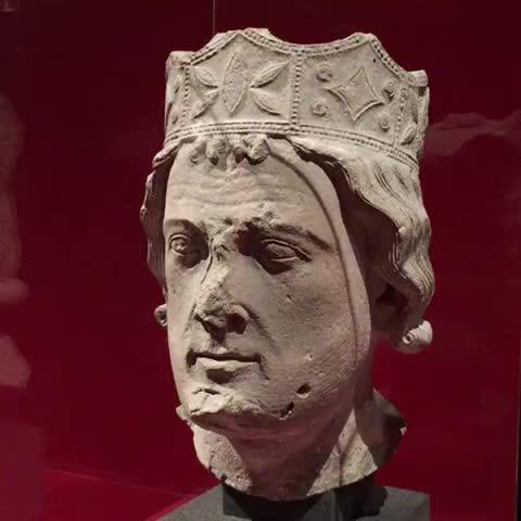 Tête dun roi (Ile-de-France, XIIIe) #ExpoSaintLouis @leCMN à la #Conciergerie #Paris - @scribeaccroupis post on Vine