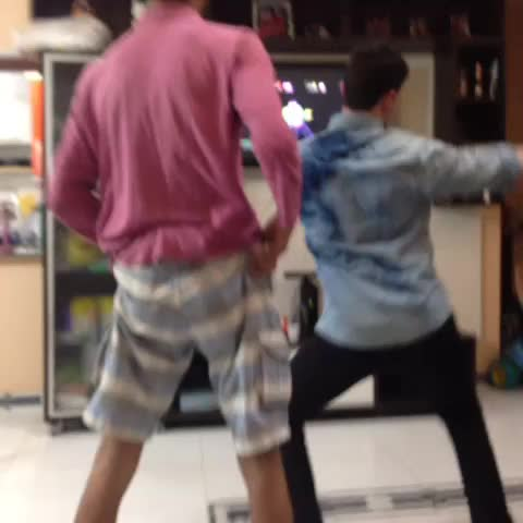 Maysa Mels post on Vine - Emerson Lobo dança muito. - Maysa Mels post on Vine