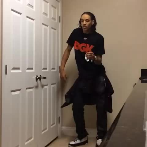 Skitzo: Shmoney Dance #RbN - Ahlamalik SkitzO Williamss post on Vine