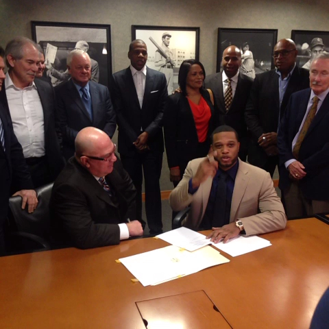 And with that signature, NOW its official. Welcome to the #Mariners, Robbie! #HelloCano - Seattle Marinerss post on Vine
