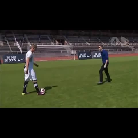 Vine Golazoss post on Vine - Vine by Vine Golazos - John Guidetti sick skill! Revine and LIKE for more! #amazing #skill #golazo #guidetti #football #soccer