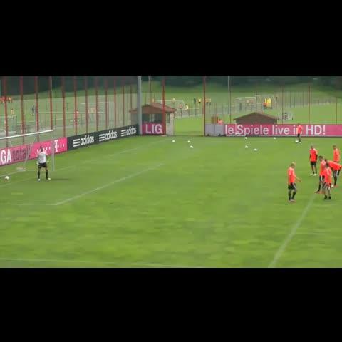Vine by BreatheSport - Robben in training #Rabona #Volley @BreatheSport