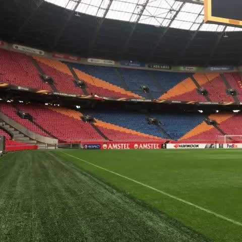 Vine by Standard de Liège - Les joueurs sont arrivés à lAmsterdam ArenA pour lentraînement - De spelers zijn aangekomen in de Amsterdam ArenA voor de training #ajasta