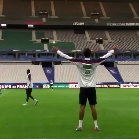 Soccer Beat Drops #BCAs post on Vine - Vine by Soccer Moments - Amazing control by Raphael Varane 😳, lets Get this in the pop page #Soccermoments8 (Vine By Soccer Moments #BCA)