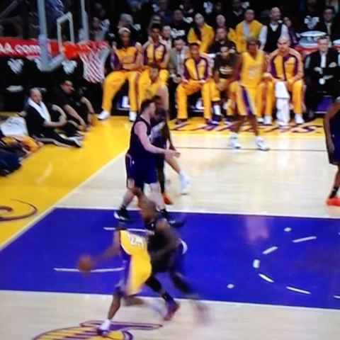 VIDEO: Kobes 1st dunk of the season. #kobe #mamba #lakers - TheSportsDudes post on Vine