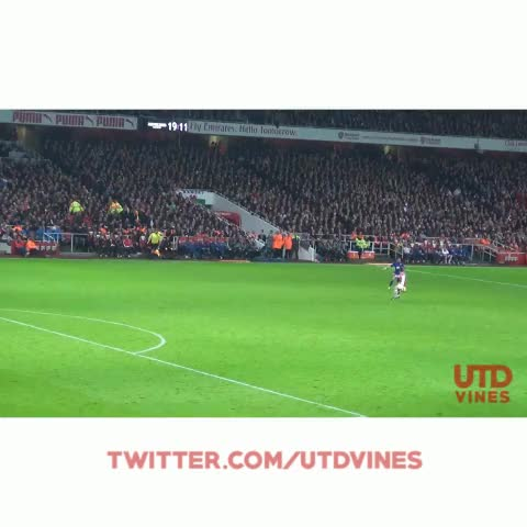 Fancam: Wayne Rooney goal vs Arsenal. Love this passion from our captain! #MUFC - UtdViness post on Vine